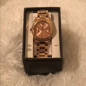 Accessories - Adorable Woman's Adjustable Rose gold Watch!